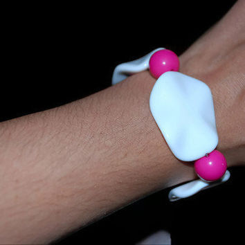 Pink and White Simple ooak beaded bracelet by chumaka on Etsy