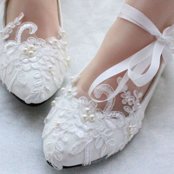 High Quality White/Red Lace Pearl Pump With Ribbon