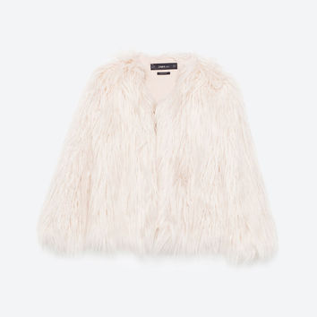 SHORT FAUX FUR COAT DETAILS
