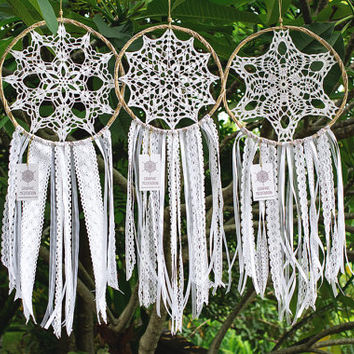 "Large dream catcher 10"", white wedding dreamcatcher, boho wedding decoration, white nursery decor, bohemian dream catcher, crochet doily"