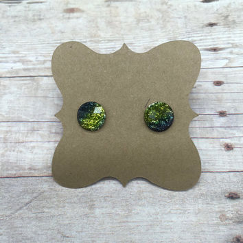 Sparkly green glitter faceted resin earrings 10mm