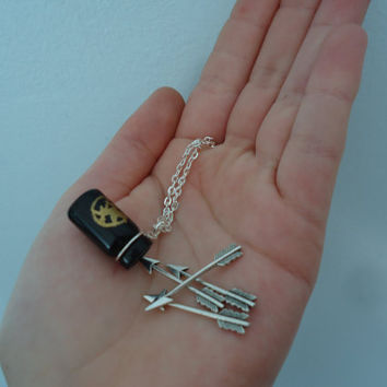 Start Your Christmas Shopping The Hunger Games Inspired  -  Mockingjay Quiver And Arrows Necklace  -  Geekery  -  Katniss Everdeen's Quiver