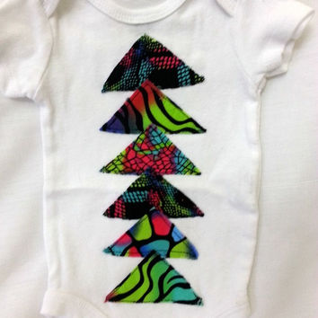 Infant bodysuit 0 to 3 months - white with appliqued neon triangles - short sleeve - 100% cotton - black, pink, green, aqua, purple