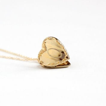 Vintage 12k Gold Filled Heart Locket Necklace - Late Art Deco Dainty 1940s Sweetheart Pendant Romantic Repousse Classic H.F.B. Co. Jewelry