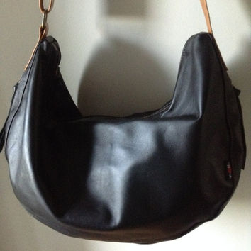 Slouchy, hobo soft leather shoulder bag. Cross body wide strap, cotton lined. Leather handbag tote bag, excellent diaper or baby bag.
