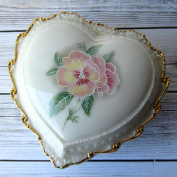VINTAGE - Heritage House Fine Porcelain - Pink Flowers Jewelry Heart-Shaped Trinket Box Dish - Collectibles