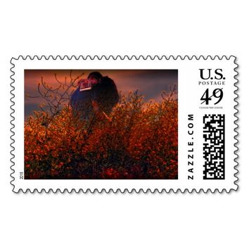 Couple kissing in the flower's stamp