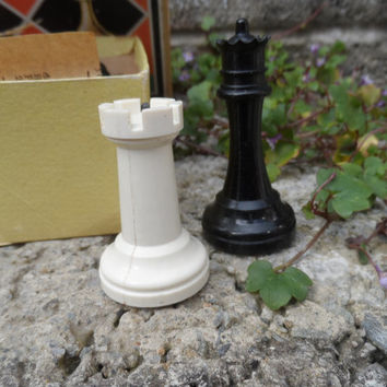 Vintage chess piece set - Chad valley vintage chess - in box - vintage board game 1950's 60's king bishop full set