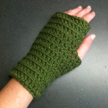 Green Wrist Warmers Crochet Fingerless Gloves Crochet Wrist Warmers Winter Gloves Women's Gloves Boho Clothes Boho Chic Earthy Clothes