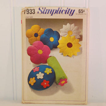 Vintage Simplicity 7933 Retro Style Pillow Sewing Pattern (c. 1968) Flower Pillows, Retro Fun, Flower Power, Bedroom Decor, Throw Pillow