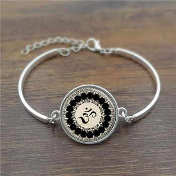 Yoga Om Symbol Glass Cabochon charm bracelet Buddhism Meditation Art Picture fashion Jewelry Silver Bangle Adjustable
