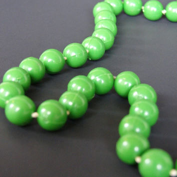 Vintage Grass Green Beads Necklace - Easter Spring Mother's Day OOAK Bright Retro Unique Gift for Her Mom Sister Daughter Fashion Forward