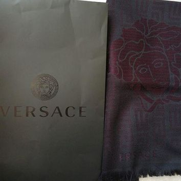 DCCKRQ5 Gianni Versace 'Medusa Head' 100% wool scarf and gift bag - Made in Italy