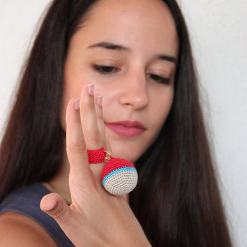Crochet ball ring, boho crochet ring in red, blue and grey, crochet band with crochet ball, ball statement ring, quirky cocktail ring