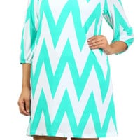 This black and white 3/4 sleeve shift dress is a most have for fall!