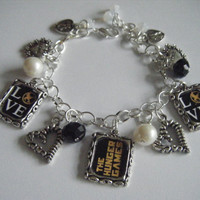Love The Hunger Games Charm Bracelet Katniss and Peeta's Kiss Love Hearts