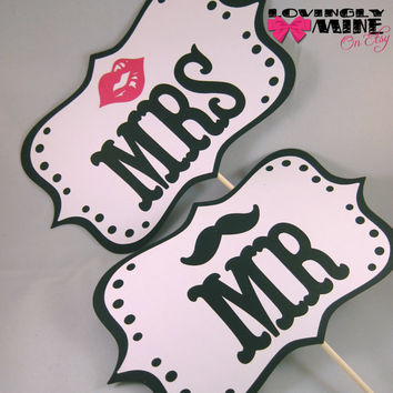 Photo Props - Mr Mustache & Mrs Lips Signs - Scalloped Edges and Dot Borders in Black and White - Item 010