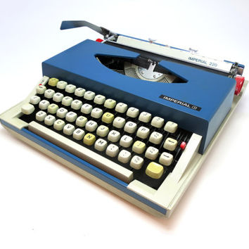 1970s Dark Turquoise Working Vintage Manual Portable Imperial 200 Typewriter. In Good Cosmetic Condition. Carry Case Included.