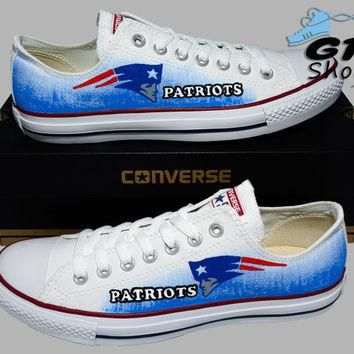 Hand Painted Converse Lo. New England Patriots, Football. Sports. Handpainted Shoes. o
