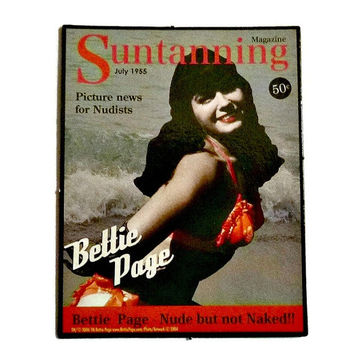 Pinup BETTIE PAGE Magnet 50s Vintage Pin Up Model Betty Page Suntanning Magazine Sexy Pin-Up Girl Fridge Refrigerator Magnet Memorabilia