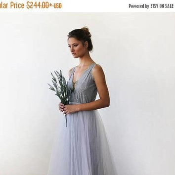 Oscar Sale Light Grey tulle and lace maxi gown 1113