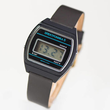 Vintage digital men's watch black Elektronika 5, unisex LCD face wristwatch gift, 80s Soviet digital watch simple, new premium leather strap