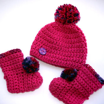 Winter Baby hat and pink booties set pink pom pom hat crochet newborn photo prop. 0 - 3 months