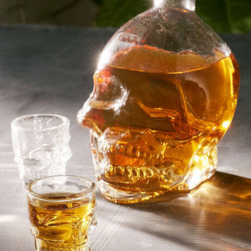 Skull Decanter + Shot Glasses Set - Urban Outfitters