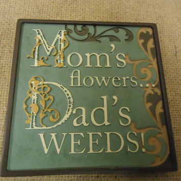 Russ Berrie Mini Plaque Moms Flowers Dads Weeds Funny Sayings Collection -- New