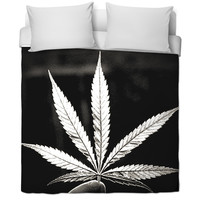 B&W Marijuana leaf blanket
