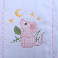 Burp cloth embroidered with an applique mouse with moon and stars for girls. It can be personalized for an extra charge.