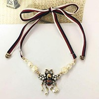 GUCCI Fashionable Ladies Girls Delicate Pearl Bee Necklace Choker Bow Tie Accessories Jewelry