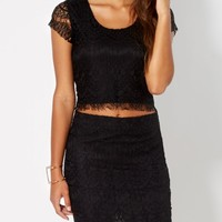 Black Cropped Lace Top | Crop Tops | rue21