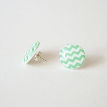 Zig-Zag Patterned Post Earrings in Mint