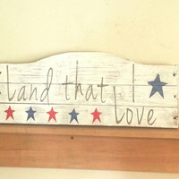 Rustic wood Land That I Love sign, White wash, Red White and Blue, memorial day, 4th of July, primitive American, recycled pallet wood