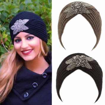 New Fashion Ladies Metal Jewel Accessory Winter Warm Floral Turban Soft Knit Headband Beanie Crochet Headwrap Women