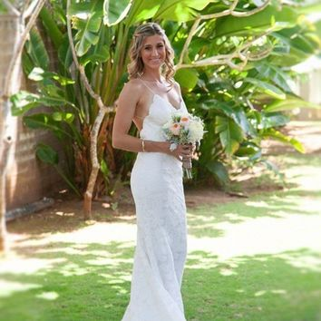 Sexy Spagetti Straps Lace Long Beach Wedding Dress Charming Backless Long Fitted Bridal Gown abiti da sposa