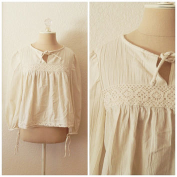 Vintage 70s White Cropped Eyelet Boho Peasant Blouse Womens Hippie Top Small