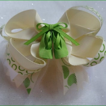 Ballerina Ivory, Green layered Hairbow with Green Ballet Shoes in center