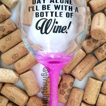 I Won't Be Spending Valentine's Day Alone, I'll Be With A Bottle Of Wine! // Glitter Dipped Wine Glass