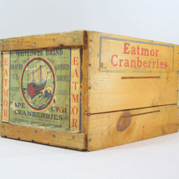 Vintage Wood Crate / Vintage Eatmor Cranberries / Industrial