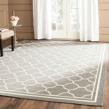 "Safavieh Dark Grey/ Beige Indoor/Outdoor Area Rug (5'3"" x 7'7"") 