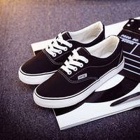 Canvas shoes women 2017 new skateboard solid color women casual shoes woman flat shoes