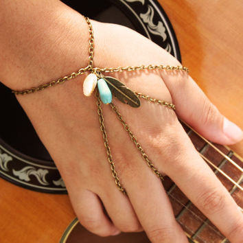 Slave Bracelet Hipster Bronze Chain Bohemian Feather Charm Turquoise Bead Feather Mother of Pearl Bead Two Ring Hand Jewelry Piece