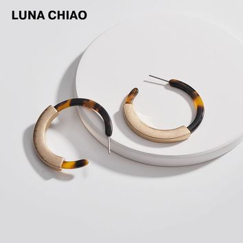 LUNA CHIAO Fashion Worn Gold Plating Leopard Tortoise Shell Circle Disc Earrings with Metal Bar