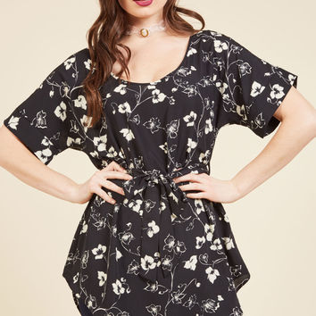 Medium Format Memory Floral Tunic in Monochrome | Mod Retro Vintage Short Sleeve Shirts | ModCloth.com