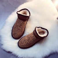 UGG :A lazy female winter boots boots shoes round wool short boots