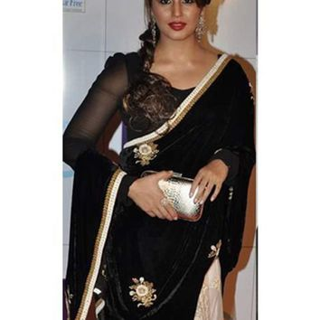 Huma Qureshi Black & Off White Velvet/Net Saree