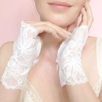 Short white lace bridal fingerless gloves