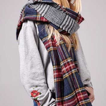 Double-sided tartan scarf - SCARVES - WOMAN | Stradivarius United Kingdom